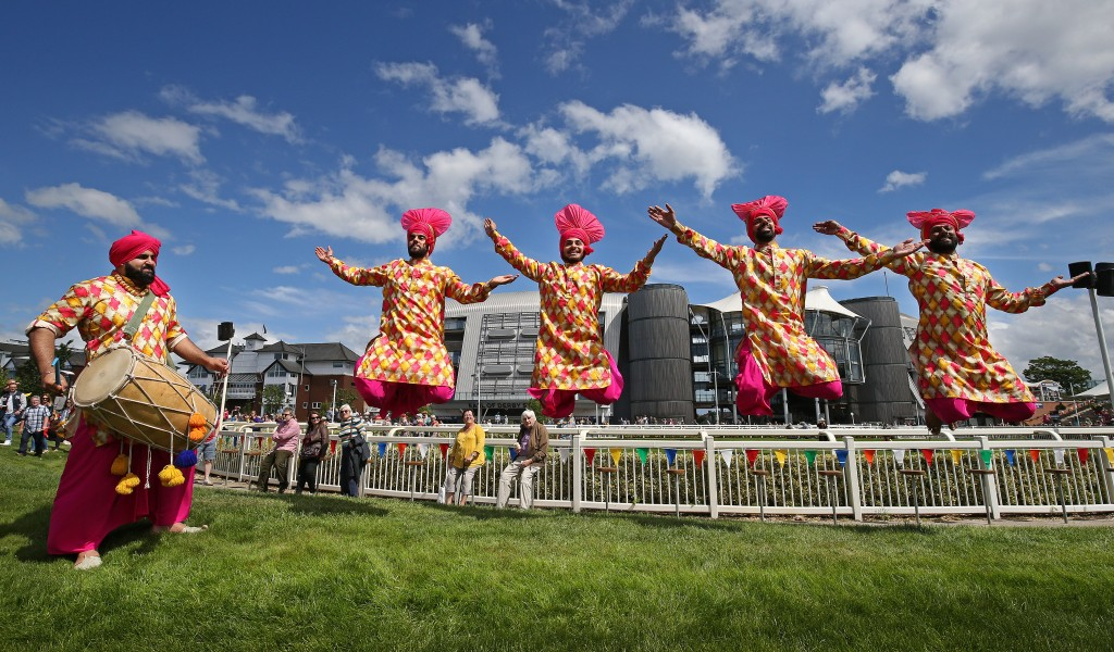 Mr kite's MUSICIRCUS at Aintree racecourse.Images by Gareth Jones