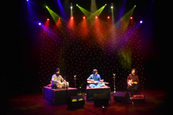 Manish Pingle, Gurdain Rayatt & Jack Jennings Perform